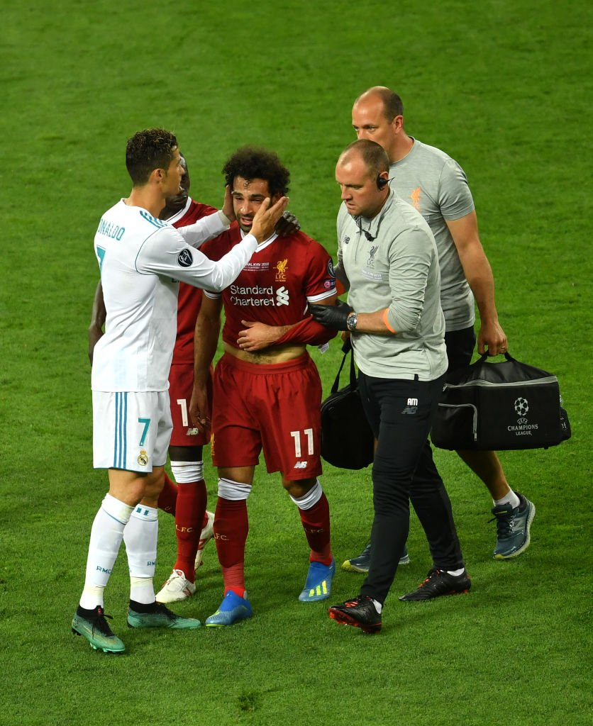 Ronaldo comforting Salah as he comes off. Respect 👏