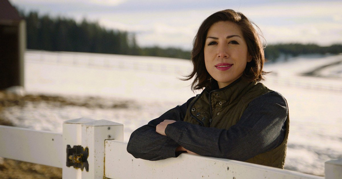 """""""They taught me the way."""" @PauletteEJordan says her ancestors have inspired her throughout campaign. If she wins in November, Jordan will be Idaho's first woman governor and the first #NativeAmerican governor in US history. #NativeVote18  https:// buff.ly/2IHgc8s  &nbsp;  <br>http://pic.twitter.com/1rd2glLkaX"""