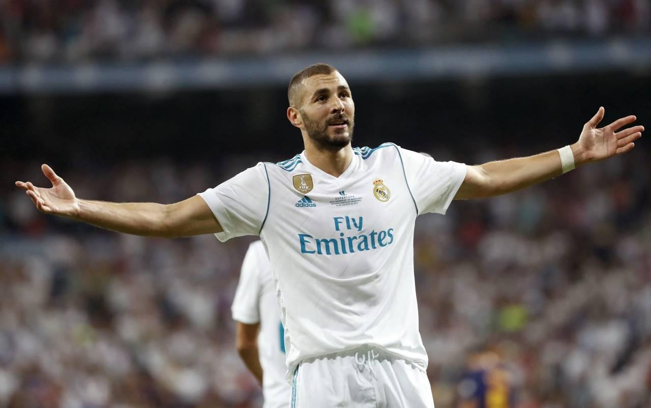 بنزيمة يتقدم لريال مدريد بهدف غريب وخطأ غريب من كاريوس