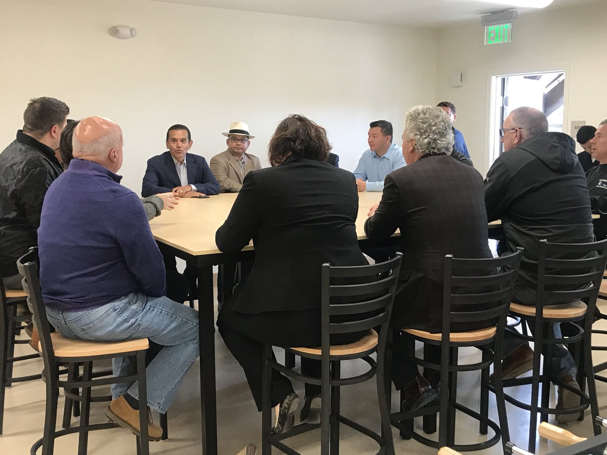 .@antonio4ca is meeting with members of the agricultural industry in Salinas at a new farmworker housing development in Boronda. I spoke with the the candidate for Governor of CA about his platform and visit to the Central Coast. Tune in tonight @ksbw<br>http://pic.twitter.com/h9dTsewwvv