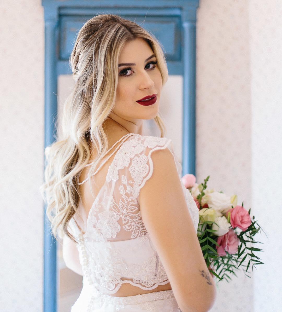Niina Secrets escolheu um vestido de noiva bem princesa para o casamento https://t.co/SpcCQtxv9i