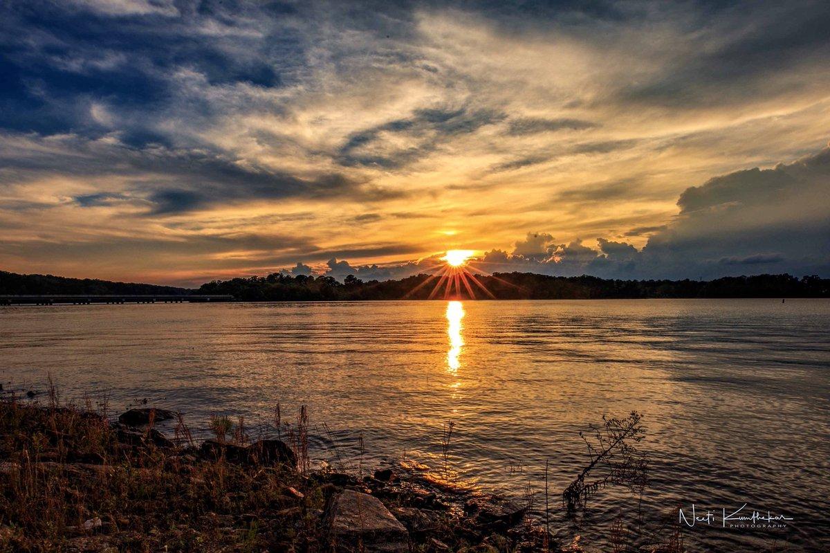 Sunset today on Lake Hartwell, #clemson SC #sunset @MemphoNewsLady @foxcarolinanews @wyffnews4 @Live5News @StormHour @spann @BN9 @AMHQ @weatherchannel @TDSwx @Weather_WREG3 @WeatherJosh<br>http://pic.twitter.com/kMFIJ6vZ9Y