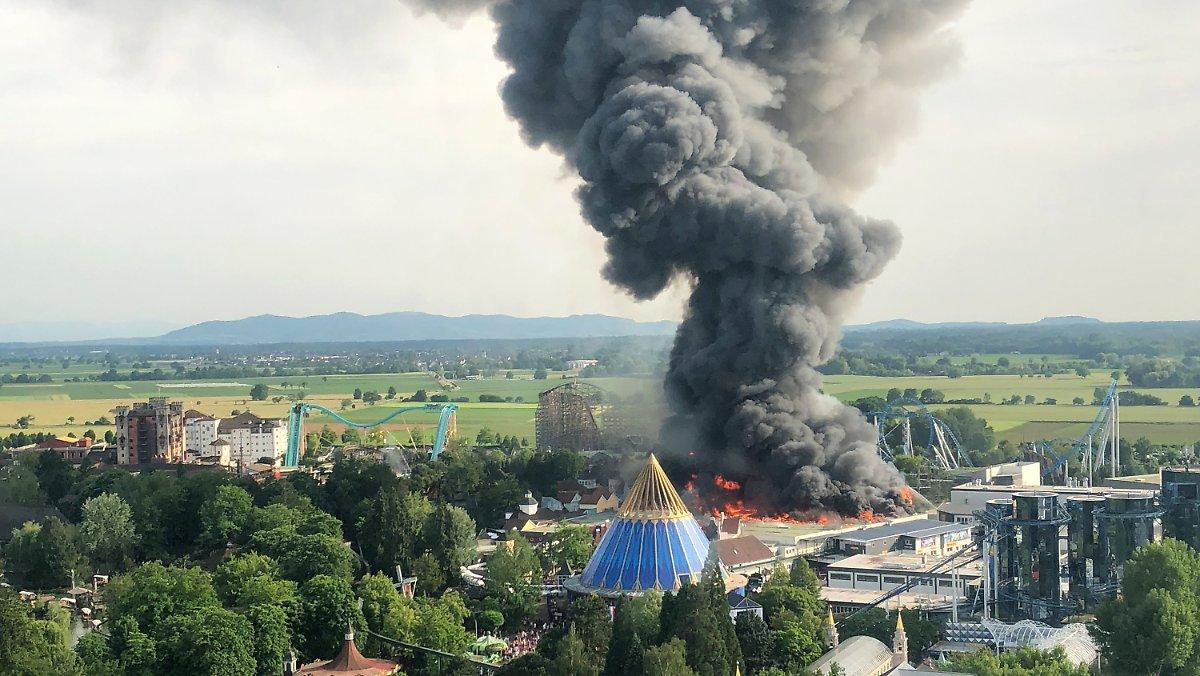 Meistgeklickt:  Freizeitpark komplett evakuiert: Feuer wütet im Europapark https://t.co/ZoPl7BtRui