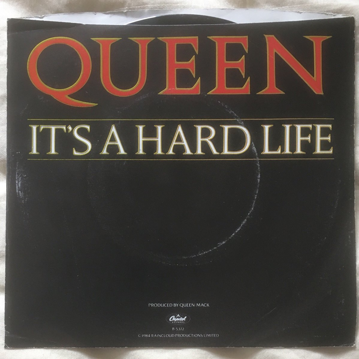 "146/ ""it's A Hard Life"": USA 7"" single release on Capitol label. CBA with info about the single.. I'm an #LFC fan so it seems apt.Enjoy. #queen #FreddieMercury #BrianMay #rogerTaylor #JohnDeacon<br>http://pic.twitter.com/wxn31Rdh9d"