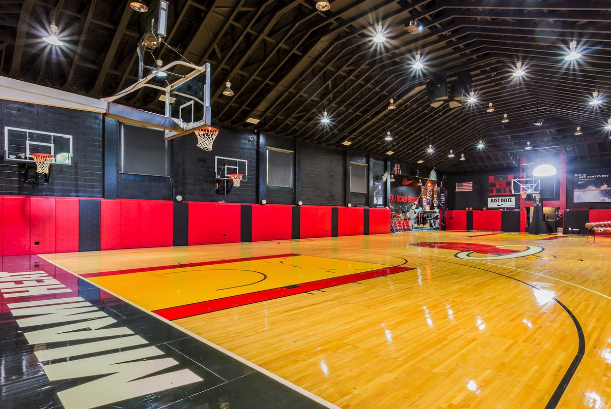 Compass On Twitter Calling All Ballers With An Authentic Indoor Nba Basketball Court A Resort Style Backyard And A Private Lake This Bocaraton Estate Is Every Entertainer S Paradise Find Out More About The
