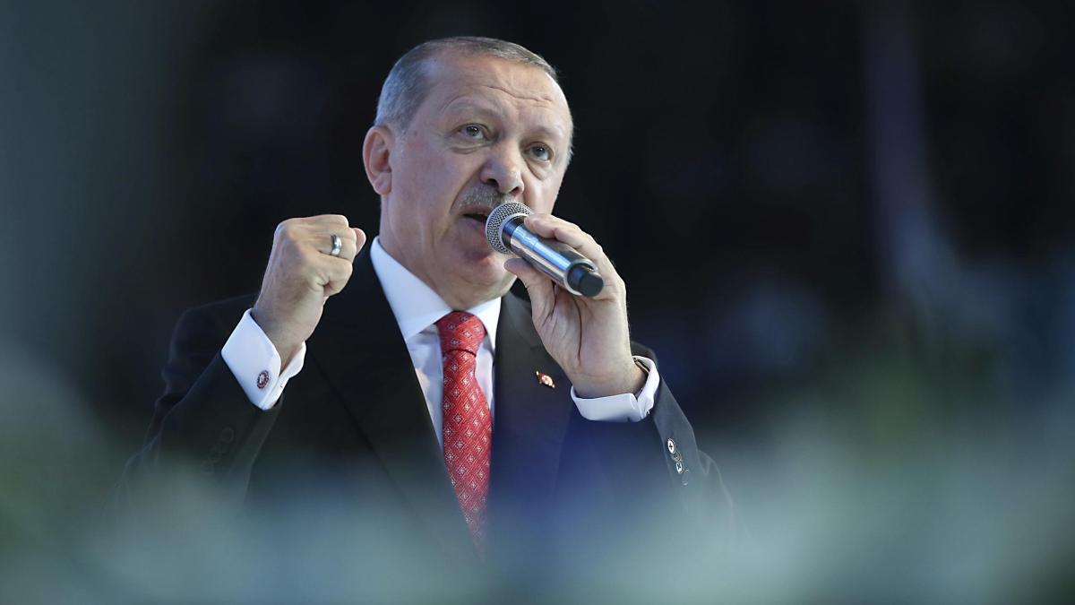 Erdogan ruft Türken zum Tausch ihrer Dollars und Euros auf https://t.co/JOxVkf82dW
