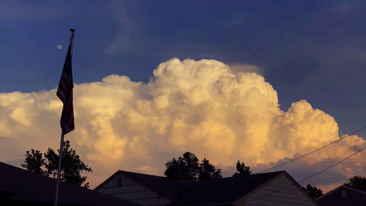 Beautiful storm clouds in Woodbridge, New Jersey  #njwx @weatherchannel @JimCantore @JenCarfagno @KathrynProciv @spann @StormHour @MichelePowersWx @News12NJ<br>http://pic.twitter.com/xJ6ggPFN3O