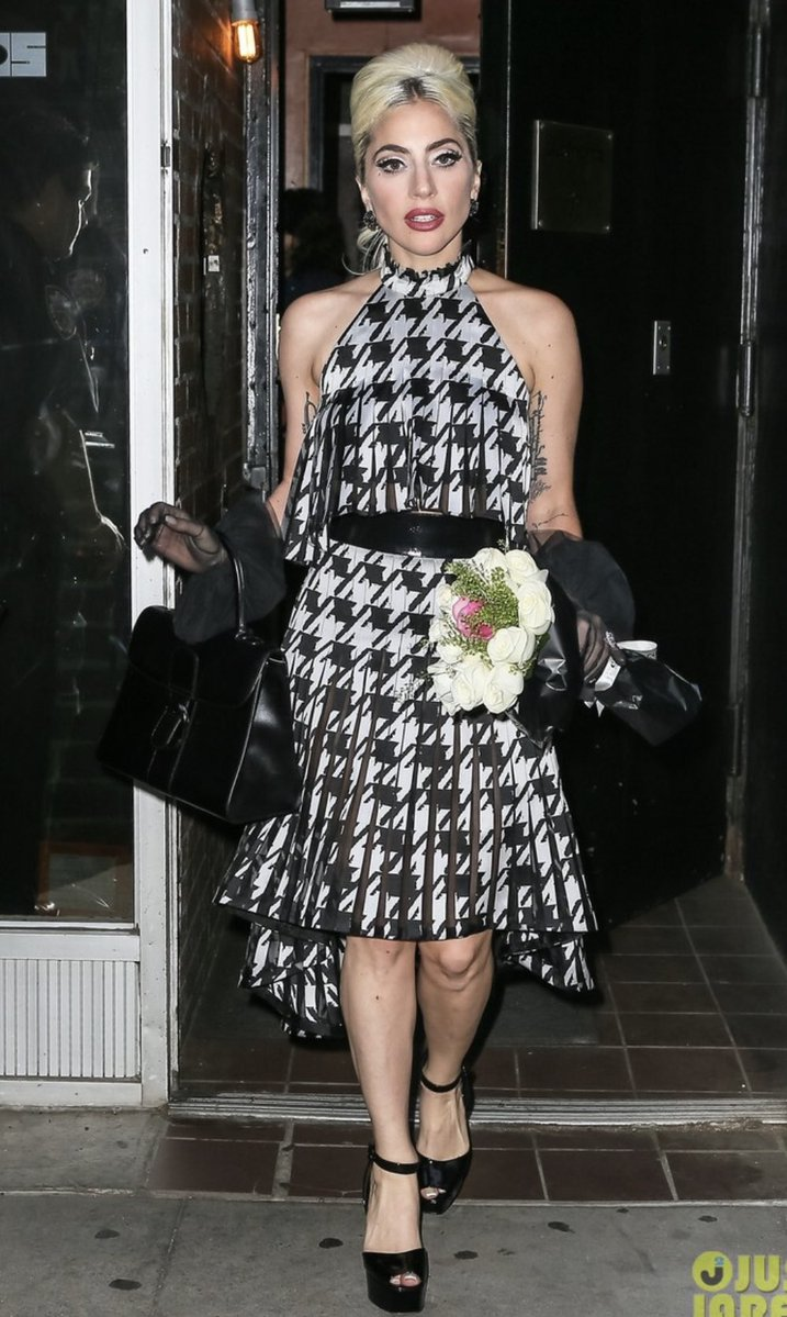 4 - Lady Gaga - Σελίδα 10 DeLAZ6iV4AEjNhk