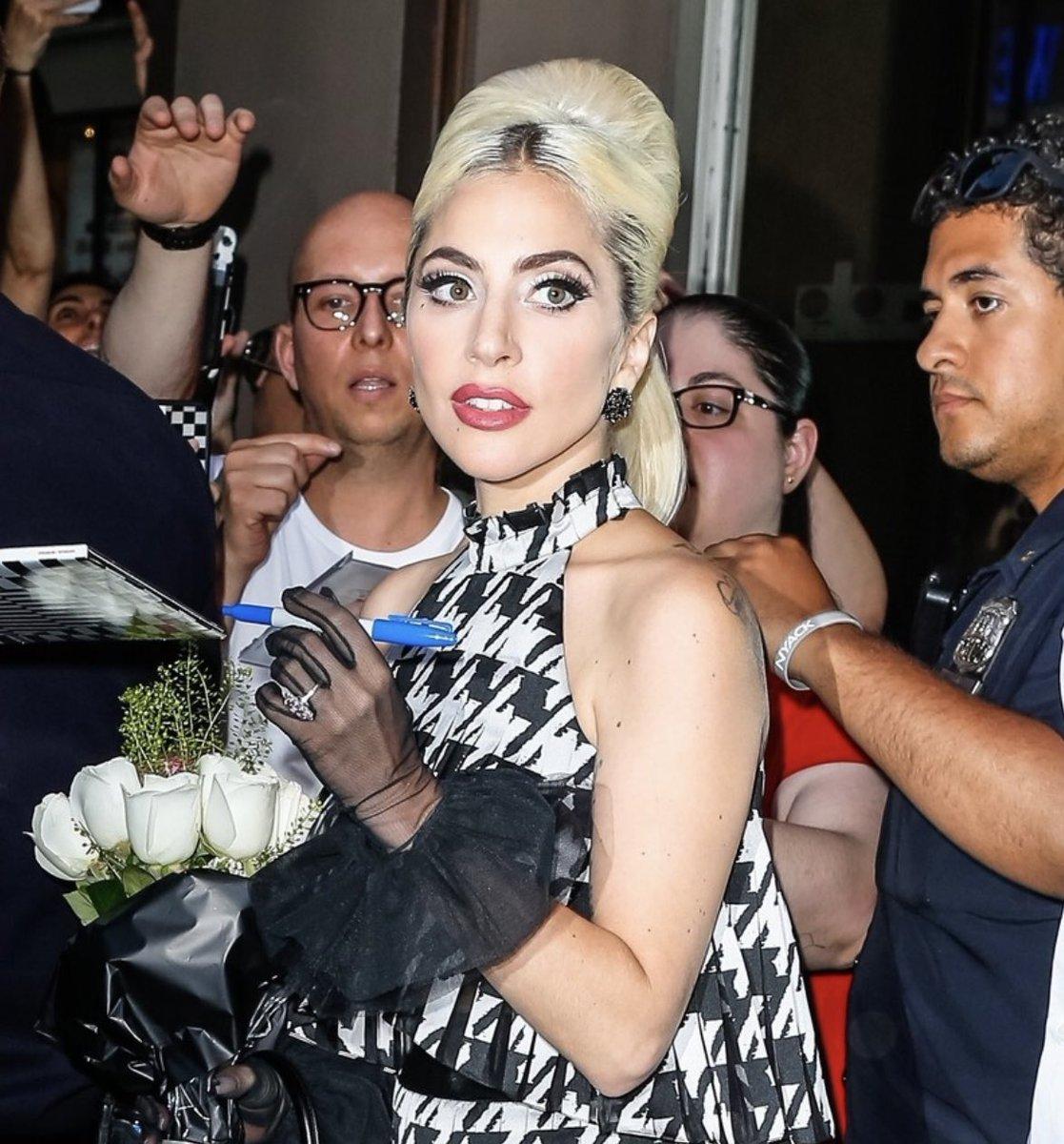 4 - Lady Gaga - Σελίδα 10 DeLAZUKU0AEgpZ3