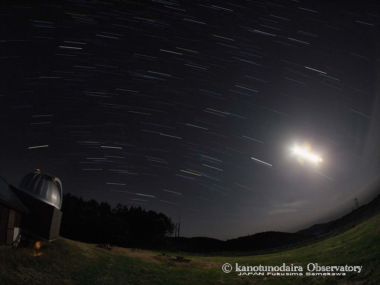 月夜の光跡