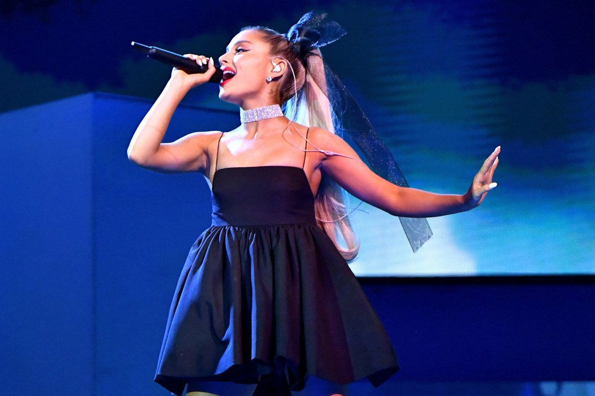 Ariana Grande lost a $169K diamond necklace on stage at the #BBMAs https://t.co/g8MO0KglU1