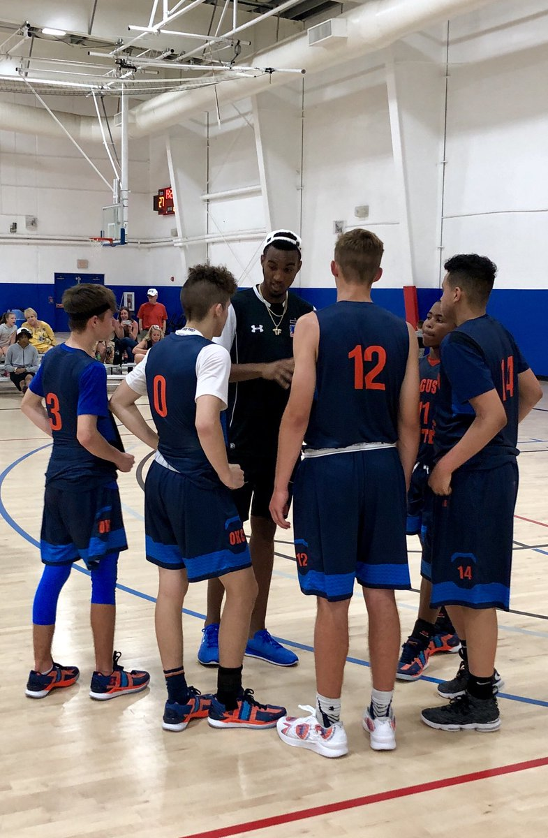 @the2kferguson giving @FergusonEliteOK a much needed halftime pep talk. It worked! Scored 42 in the second half to go to 2-0 and win our pool! @hypesports @PrepHoopsOK @UAassociation @UAbasketball @OKHoopsReport