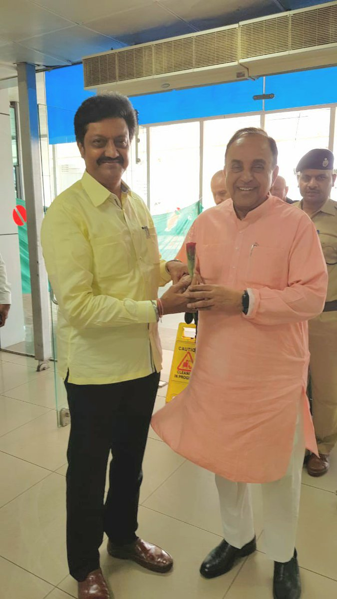 Welcome to #Pune Senior Leader Hon. MP @Swamy39 ji . Your relentless pursuit of justice, fight against corruption and decades of dedication in the service if our nation is truly inspirational. <br>http://pic.twitter.com/KxE01BGPIh