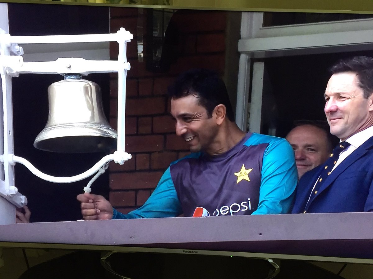 A @surreycricket legend in @AzharMahmood11 ringing the Lords bell this morning! #EngvPak<br>http://pic.twitter.com/I2Kqb8925b