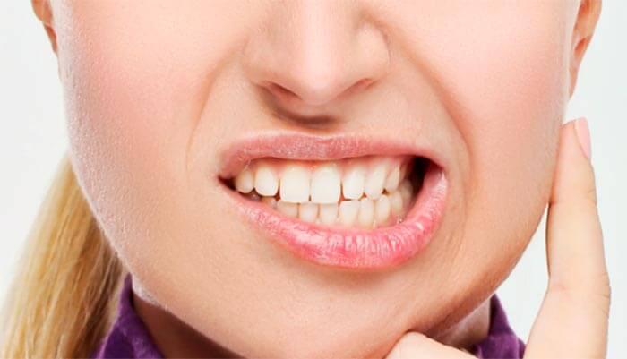 bruxismo-apretar-dientes-cervicalgia