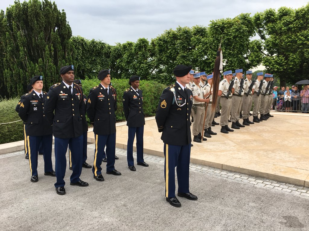 CMH and members of the 3rd ID participated in the Meuse-Argonne American Cemetery Memorial Day and WWI Commemoration ceremony honoring those Americans who gave their lives on the battlefields of France in WWI. #Armyhistory #WWI100 #HonorThem<br>http://pic.twitter.com/GAR7hCScnB