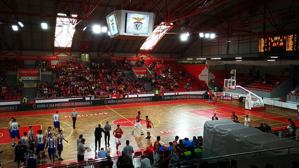 #BasketBenfica   ⏸ Intervalo.   SL Benfica 33-38 FC Porto.  #UmaCamisolaVáriasEmoções