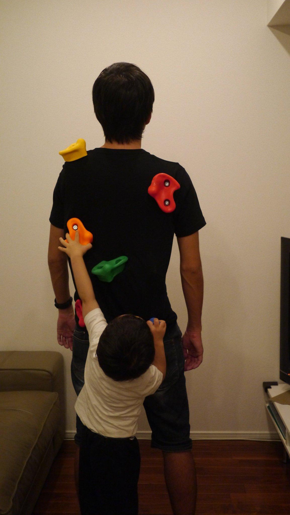 子供が勝手にボルダリング→おんぶができるTシャツを作っちゃった人w