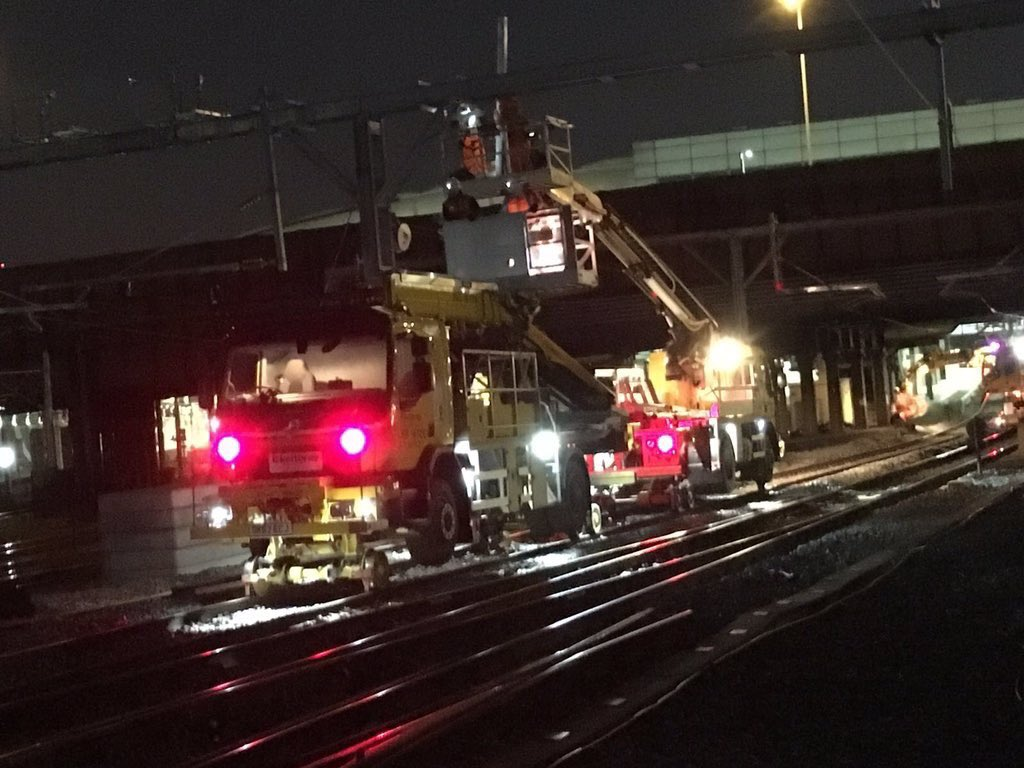 test Twitter Media - ⚡️Overhead line work outside Manchester Victoria station which will help provide a better, more reliable railway for passengers.🚉  Find out more on the rail upgrades we're delivering this bank holiday ➡️ https://t.co/tNngUeyOzo  #MayBHWorks #RailwayUpgradePlan @TheGNRP https://t.co/0N09OT5SVg