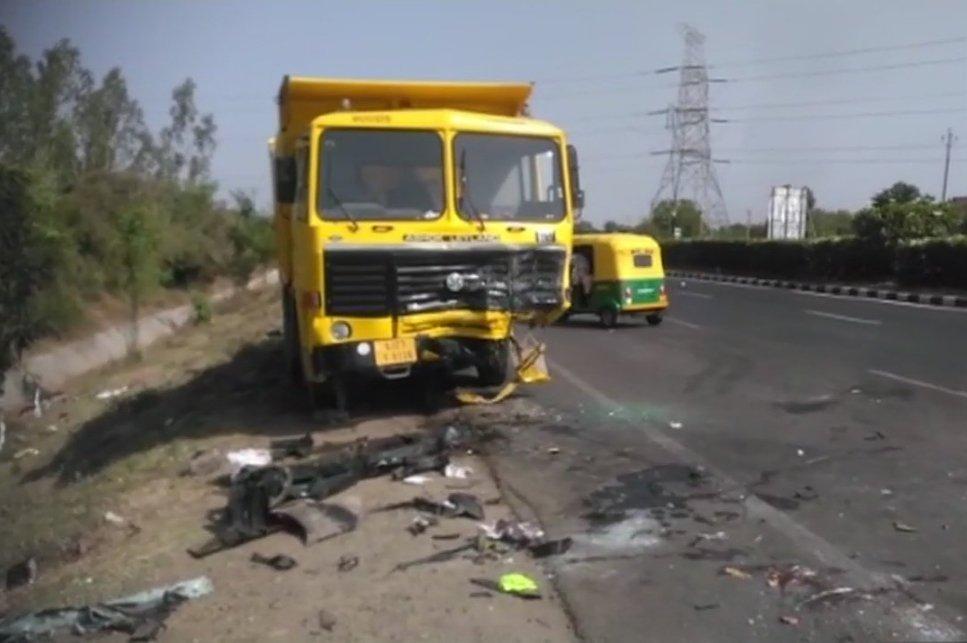 Six killed in road mishap on Ahmedabad Vadodara High way
