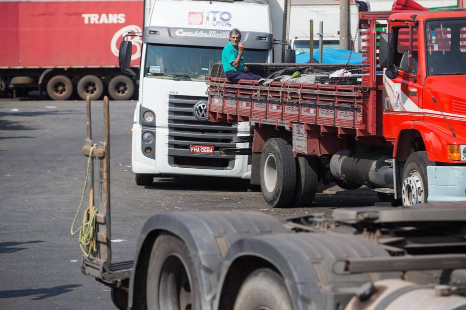 No WhatsApp, caminhoneiros dizem que greve está longe do fim https://t.co/PJ4EVdg0h8