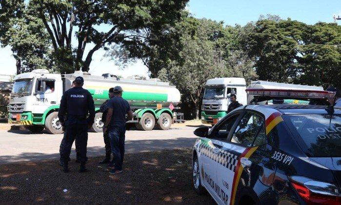 Exército vai escoltar caminhões do DF a MG para buscar álcool e gás de cozinha: https://t.co/9O8ltNHpfS