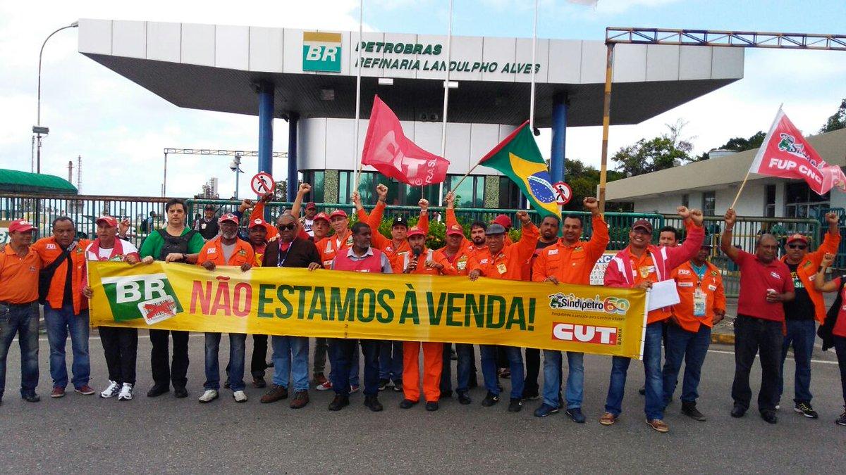 Petroleiros entram em greve para baixar preços do gás de cozinha e dos combustíveis https://t.co/c3v8QSL7W4