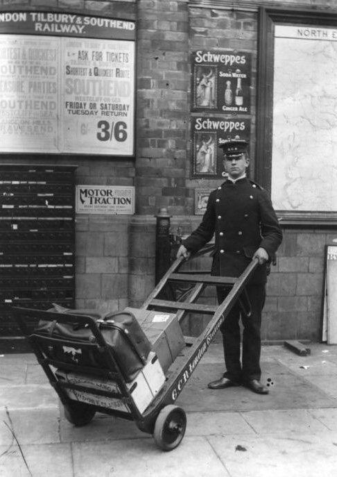 DeRVjaUXUAE85N5 - Marylebone station's anniversary