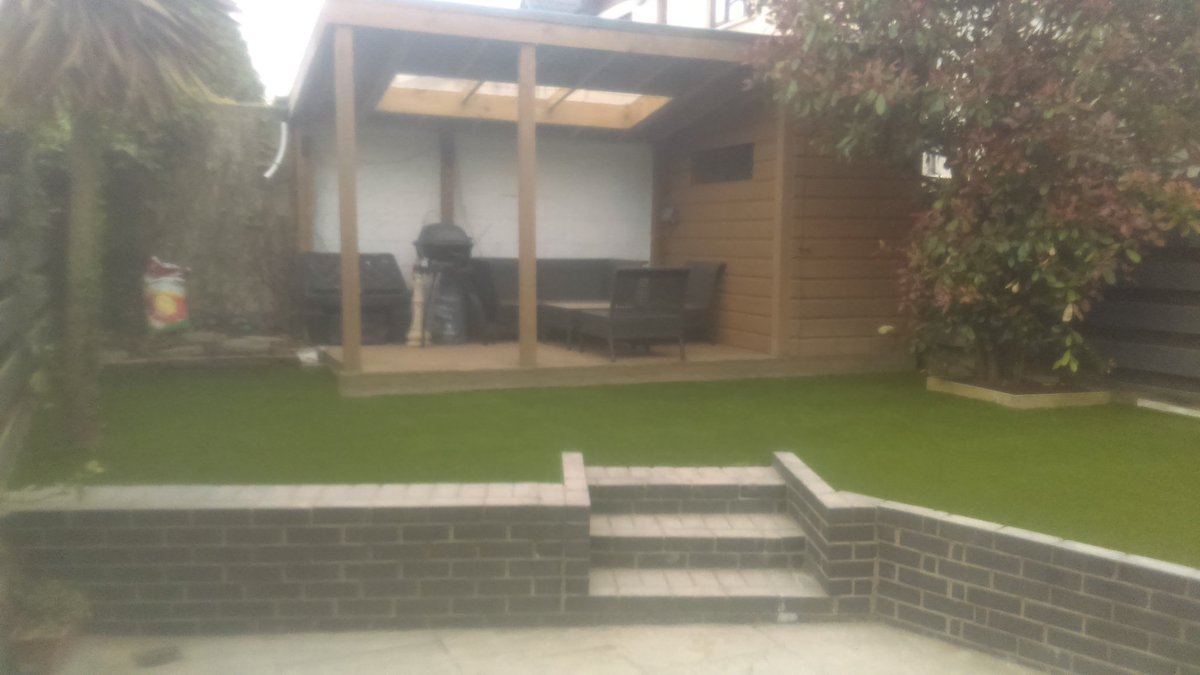 Completed photos of a garden in Blackrock with our Royal Grass Silk 25 artificial grass. #Blackrock  #Dublin  #Ireland  @DubArtificial   http://www.dublinartificialgrass.ie