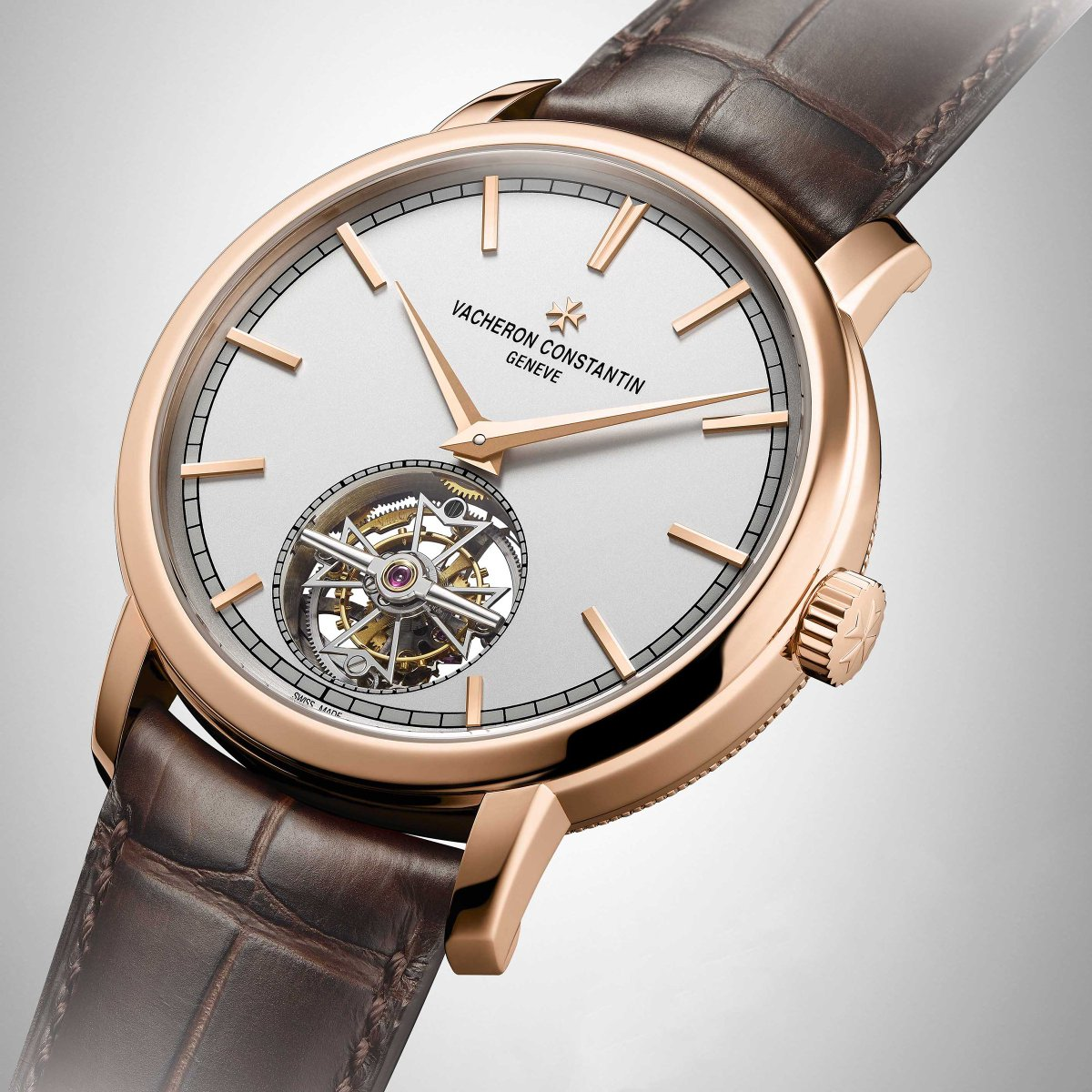 The Traditionnelle tourbillon watch is a new milestone in the history of the Maison, since its 41 mm-diameter case in 18K 5N pink gold houses the first self-winding movement developed by Vacheron Constantin. Discover more: ow.ly/j1M730kdoAZ