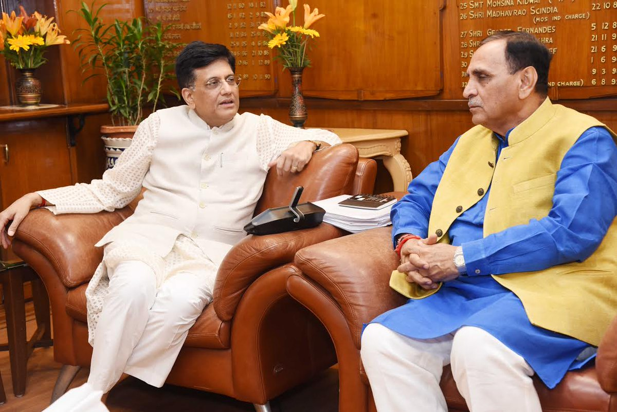 Rupani meets Railway Minister in Delhi, demands extension of Delhi – Ahmedabad Rajdhani train to Rajkot