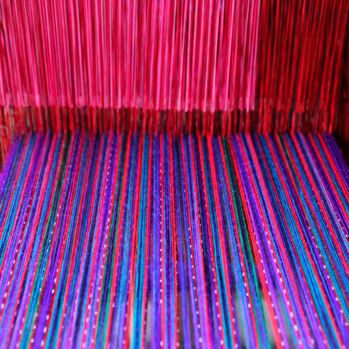 En nuestras tiendas encontrarás la colorida cultura centroamericana... bellas telas guatemaltecas hechas con manos incansables de los indígenas de ese país.   #Cortitelas #LoMejorenTelas #FashionHonduras #ImaginaTodoloquePuedesCrear #Crealo #Diseñalo #Imagínalo
