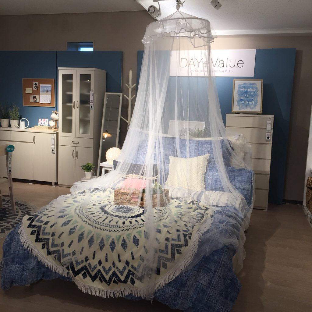 ニトリに行ったら子供の頃親に頼んだけど買って貰えなかった憧れのお姫様風の天蓋付きベッドに近いものが売っていて、私の夢は1490円で買えることを知った