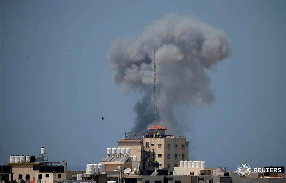 Israeli aircrafts continue to strike Gaza for more than an hour