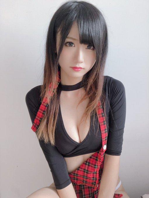 コスプレイヤー莉酱LusiaのTwitter自撮りエロ画像4