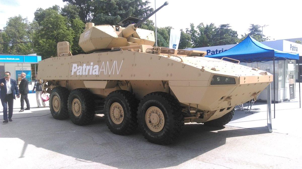 مدرعه Patria AMV تجري تجارب حيه لاطلاق النار امام الجيش البلغاري  Debh1TBW0AI_V2r