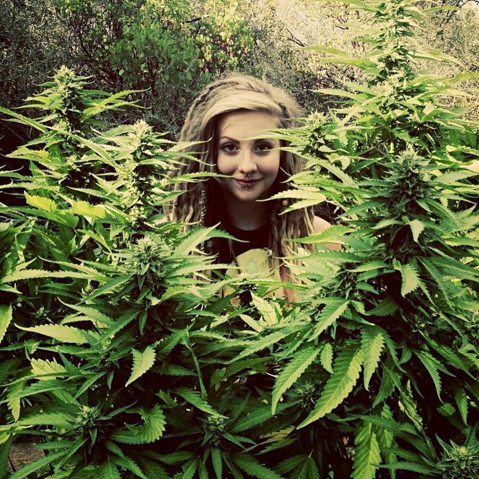 Картинки девушек с марихуаны
