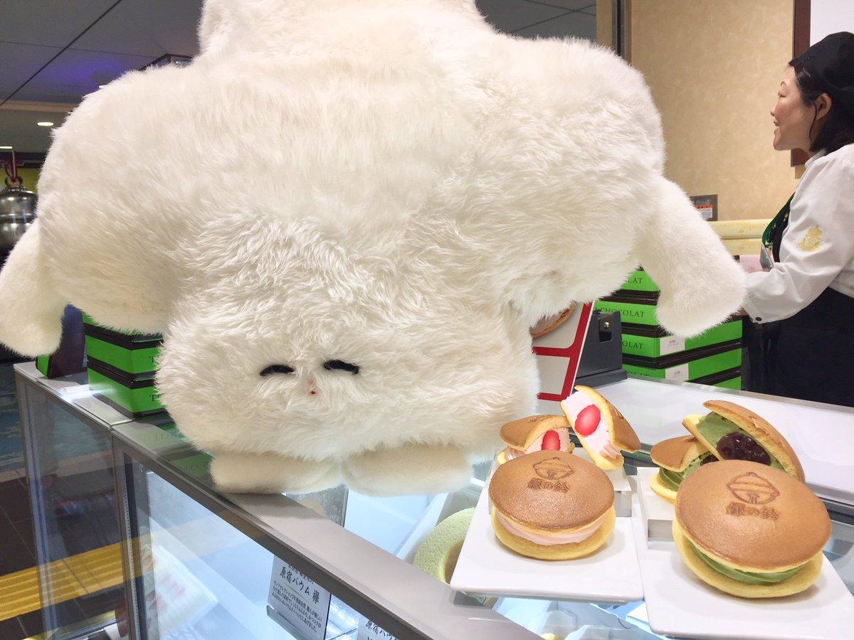 コロンバンの銀の鈴パンケーキでございまーす 小さくてすぐ食べ終わるので苺と抹茶あんこの2種買いをおすすめしておりまーす☆ #銀の鈴  http://www.tokyoinfo.com/shop/search/detail/colombin.html…pic.twitter.com/tFiOdXxdJt