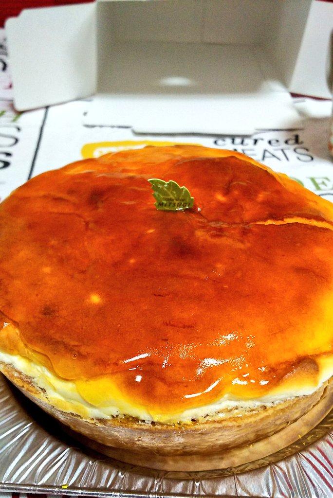 チーズタルトーーー(^-^) 中が軽くて1/4ぺろりと食べれた😋