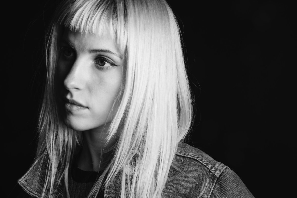 Hayley wrote an op-ed for @papermagazine about mental health and her own experiences during the making of After Laughter. https://t.co/q6HdFRVVgk photo by @LindseyByrnes
