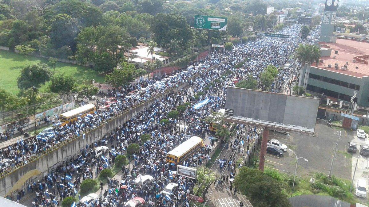 Un 30 de mayo histórico. Miles de Nicaragüenses no celebran el día de las madres y salen a protestar para exigir justicia por los jóvenes que perdieron la vida en las protestas    👉👉https://t.co/HsUIQKT7E7