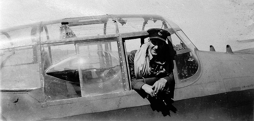 Lancaster pilot John Munro DFC of New Zealand <br>http://pic.twitter.com/nSfidoAiRm
