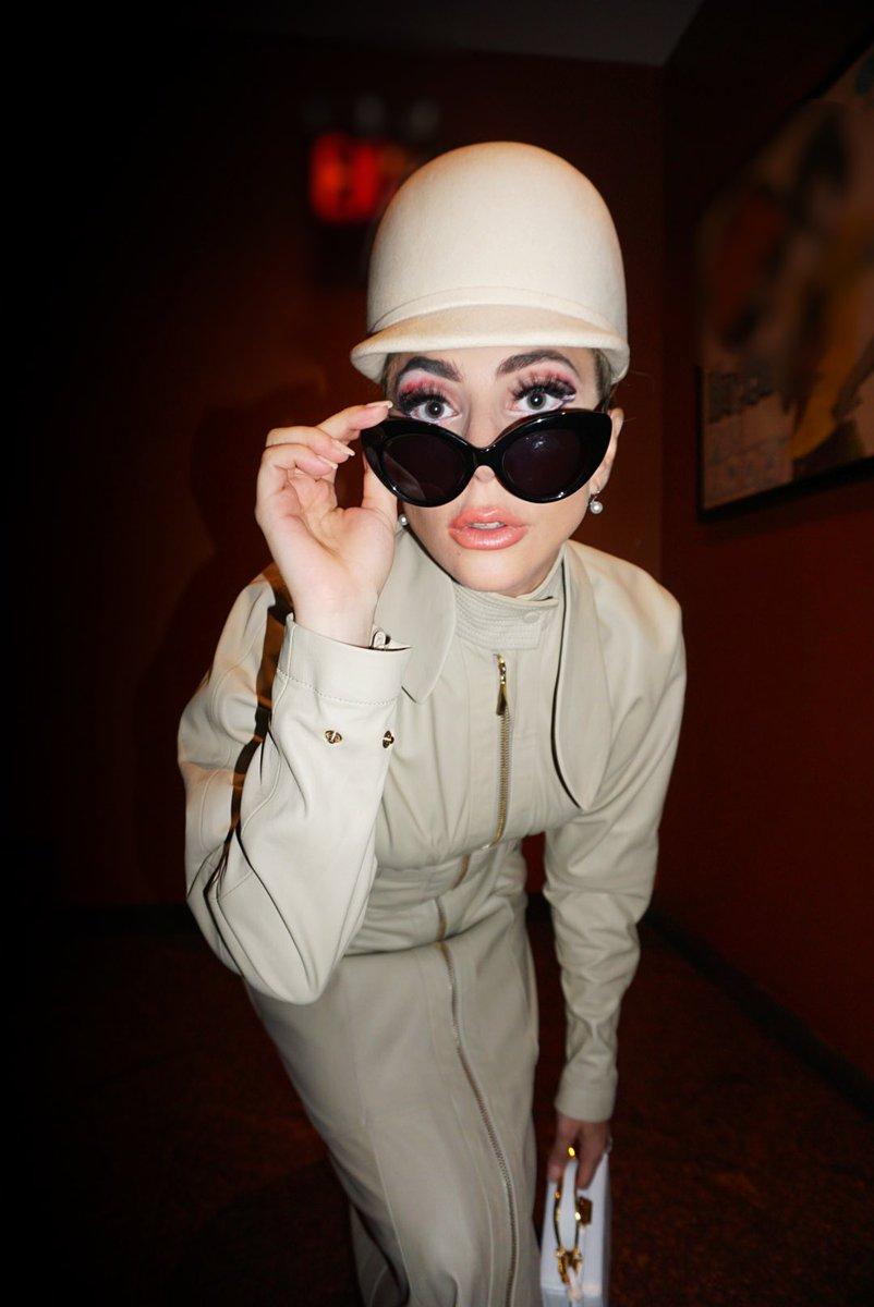 4 - Lady Gaga - Σελίδα 10 Deeqc8gV0AEyt00