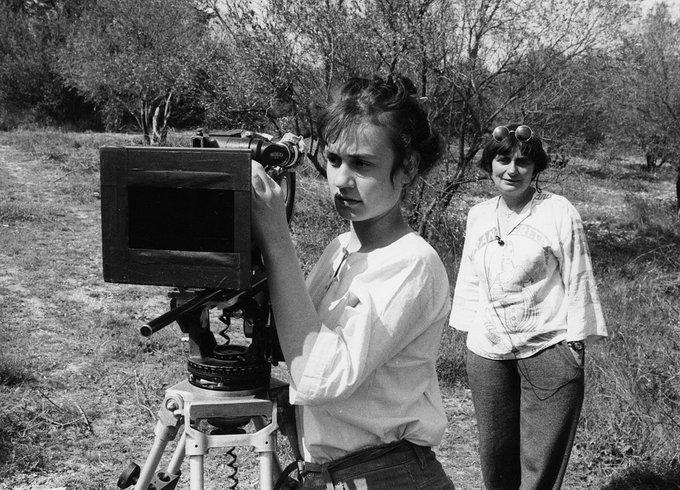 Sandrine Bonnaire & Agnès Varda on the set of Sans toit ni loi (1985) Happy birthday, Agnès!