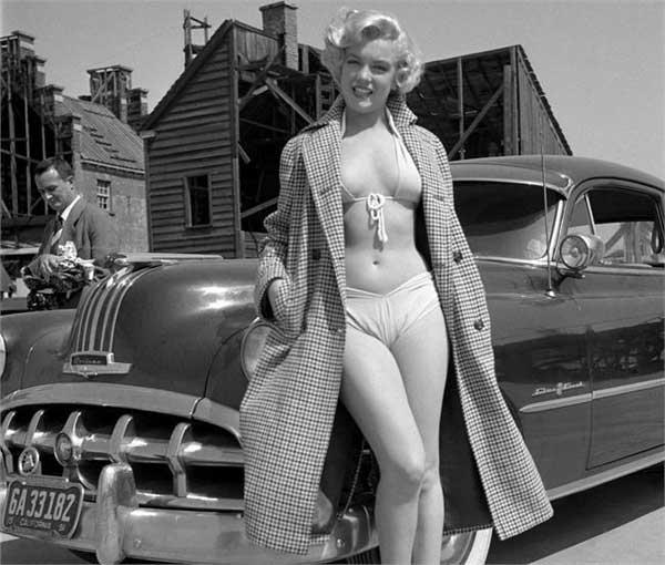 Мэрилин Монро со своим Pontiac Catalina