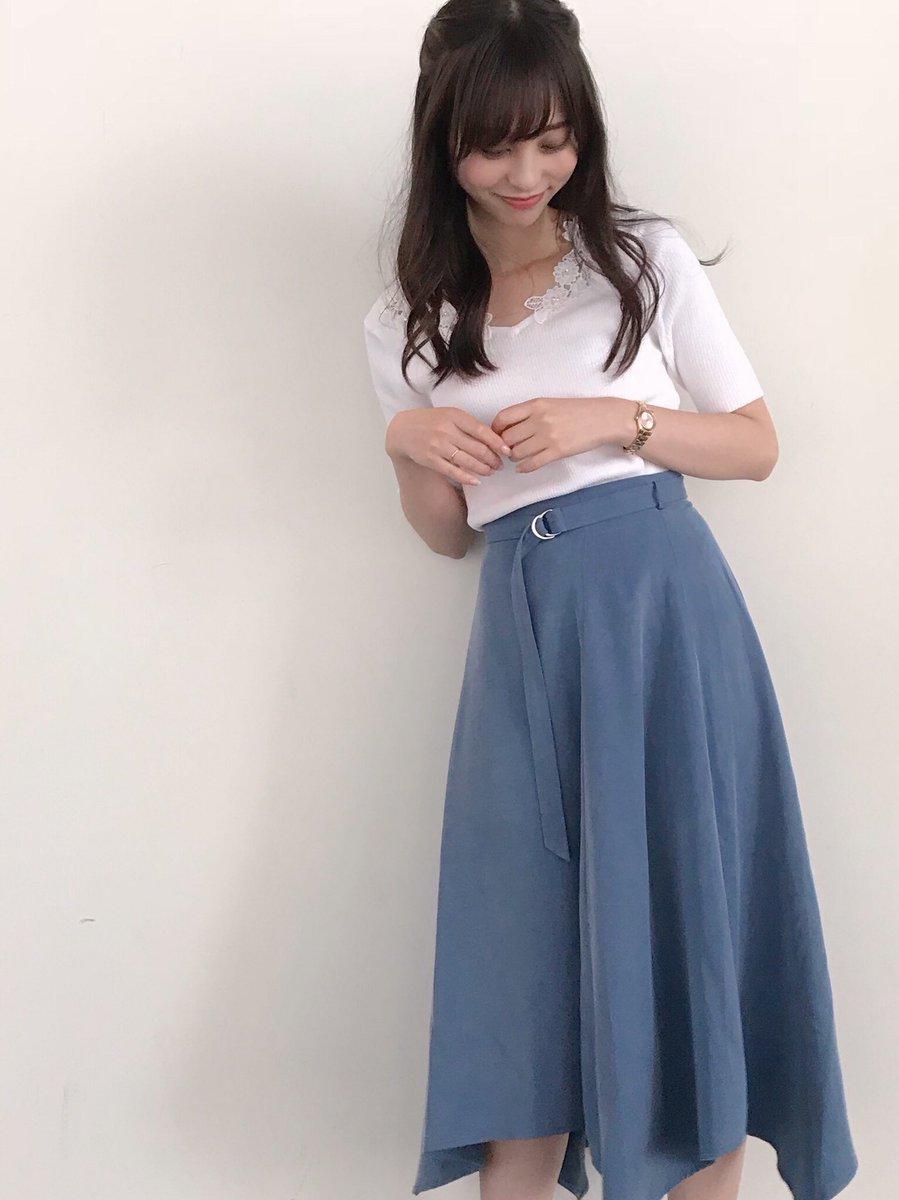 清楚な服装が可愛い山本萩子アナ