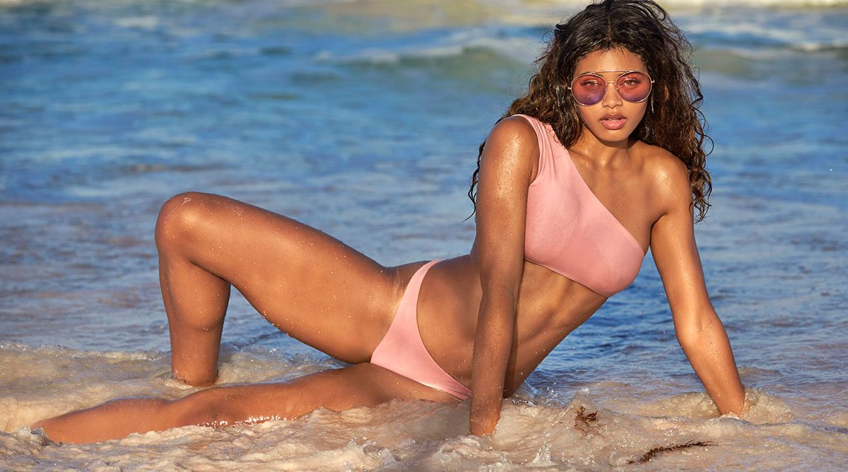 We&#39;re about to express our love for Danielle Herrington with these five GIFs!   https:// on.si.com/2IW0Yg6  &nbsp;  <br>http://pic.twitter.com/kdtaoWIPN8