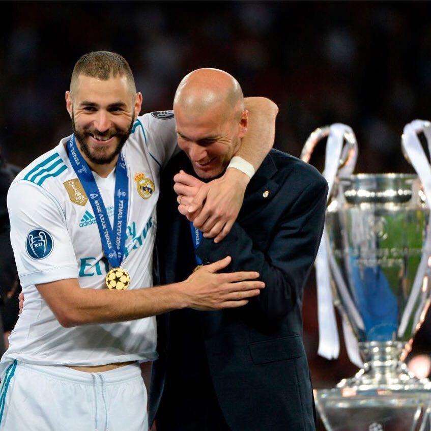 [#LaLiga🇪🇸] Benzema réagit à l'annonce du départ de Zidane   «Quel honneur d'avoir évolué sous les ordres d'un grand homme comme toi !!! Merci Zizou !»