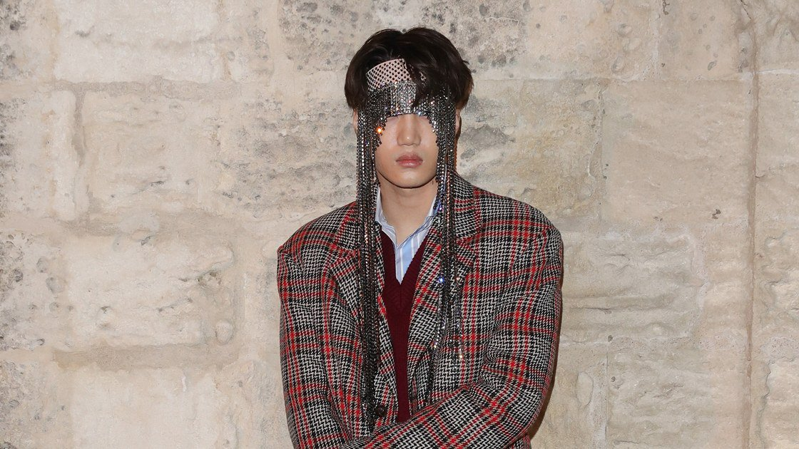 K-pop star Kai of  made his first major front row appearance in head-to-toe .  https://t.co/amEOaXfoKZ