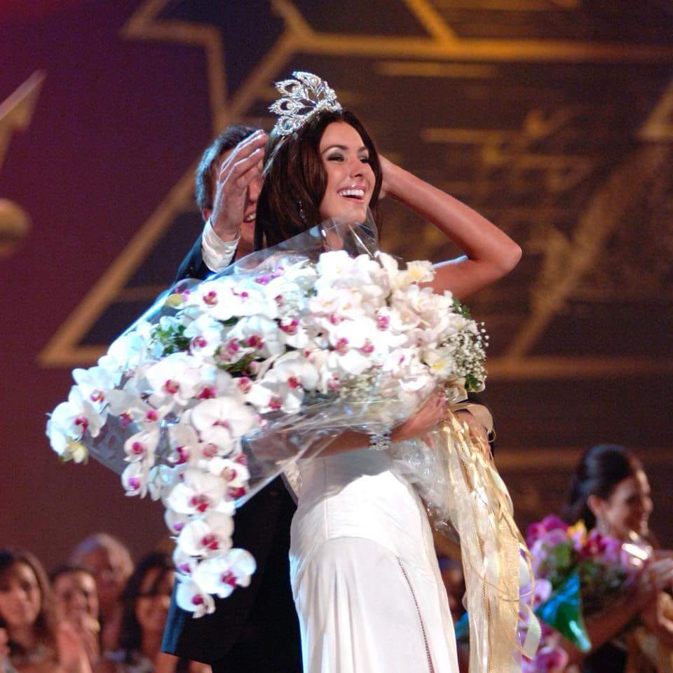 Miss Universe Canada On Twitter May 31 2005 Natalie Glebova Wins Canada S 2nd Miss Universe Crown In Bangkok Thailand 13thanniversary She Was Also Handed One Of The Best Bouquets Ever In